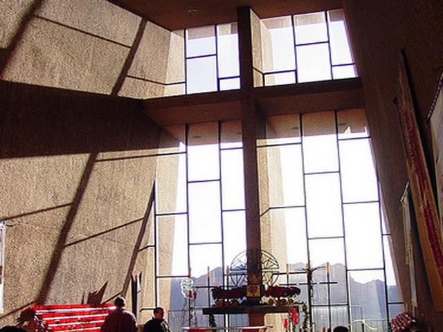 Его архитектурная возвышенность и величие произвела на Маргарет такое сильное впечатление, что девушка захотела построить какое-нибудь сооружение в честь Создателя. Девушка начала путешествовать по всей Европе в поисках подходящего места, и остановилась на городе Седон.