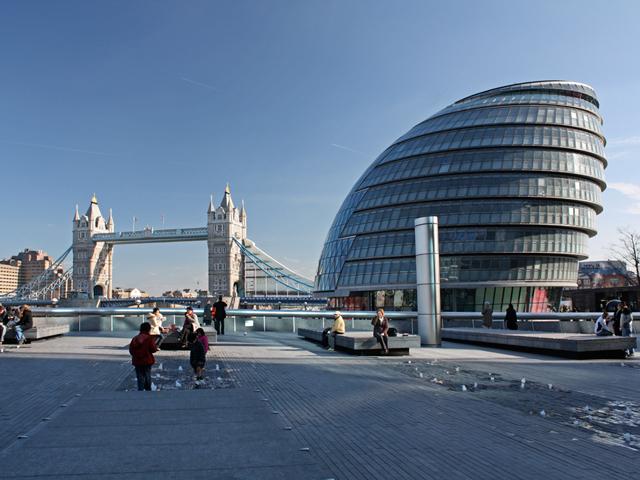 С точки зрения эстетики здание выглядит оригинально, динамично и очень современно. Оно гармонично вписалось в городской пейзаж и успело полюбиться жителям Лондона и гостям столицы.