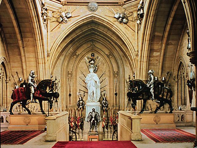 Даже несведущие в истории Британского королевства, после экскурсии по Виндзору выходят настоящими знатоками. Каждая достопримечательность замка тесно связана с каким-либо отрезком истории. Здесь есть сад Георга IV, скульптура Карла II, часовня памяти принца Альберта, башня Эдварда III, врата короля Генриха VIII, кукольный домик королевы Марии (Виндзор в миниатюре).