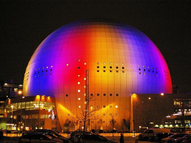 Эрикссон Глоуб создавали в виде огромного мяча, диаметр которого составляет около 110 метров. Сооружали арену два года, она может вместить в себе до шестнадцати тысяч человек. Открыли  Эрикссон Глоуб в 1989 году. Сначала это здание использовали, преимущественно, для проведений матчей по хоккею.