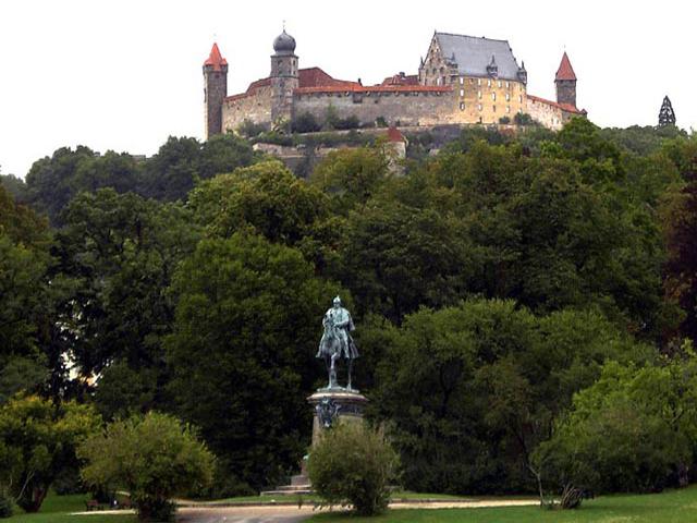 Многие столетия он занимал важную стратегическую позицию в Баварии. Здесь было большое убежище в период так называемой Тридцатилетней войны, тут нашел для себя спокойствие и тишину Мартин Лютер, который переводил Библию.