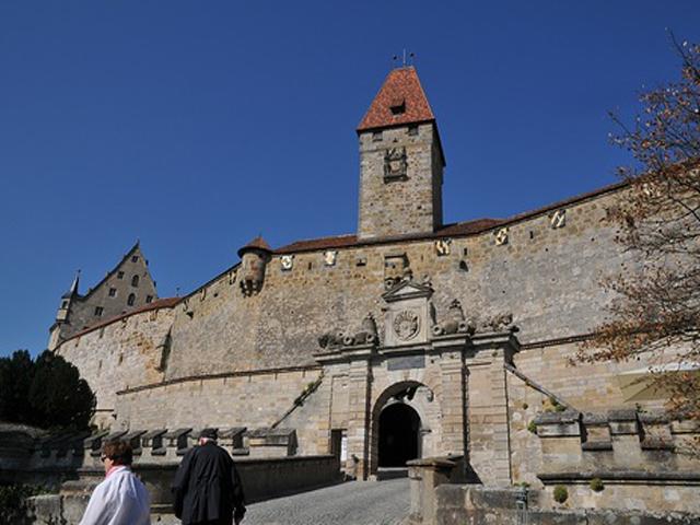 В позапрошлом веке стратегическая важность крепости стала намного меньшей. И сразу после этого в ее стенах открыли тюрьму. На сегодняшний день замок представляет собой туристический объект и культурное наследие Германии.