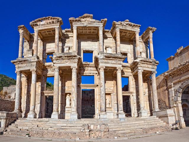 Самое знаменитое во всем Эфесе место – известная библиотека Цельсуса, хорошо сохранившаяся и передающая всю красоту былой истории.