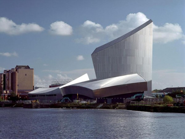 Построили здание в 2001 году, хотя строительство его началось на четыре года раньше. Открыли музей в 2002, собрав всю экспозицию. Особенностью сооружения можно назвать его внешний вид.
