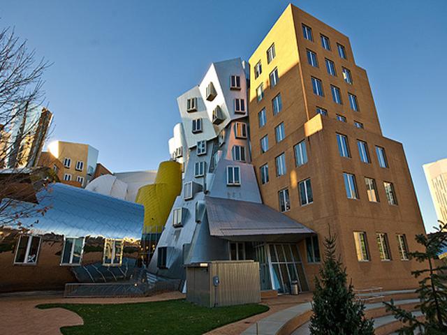 Некоторые даже считают, что здание является отголоском немецкого экспрессивного стиля в архитектуре, весьма популярного в двадцатые годы.