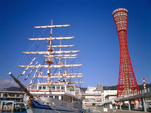 В её основе лежит концепция Шуховской башни, которая стала популярной в российском строительстве в XIX веке.