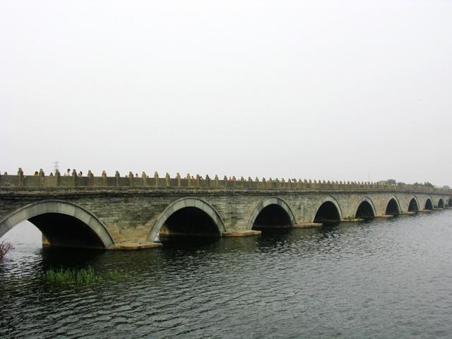 . Название этот мост по имени путешественника и сегодня он зовется мостом Марко Поло.