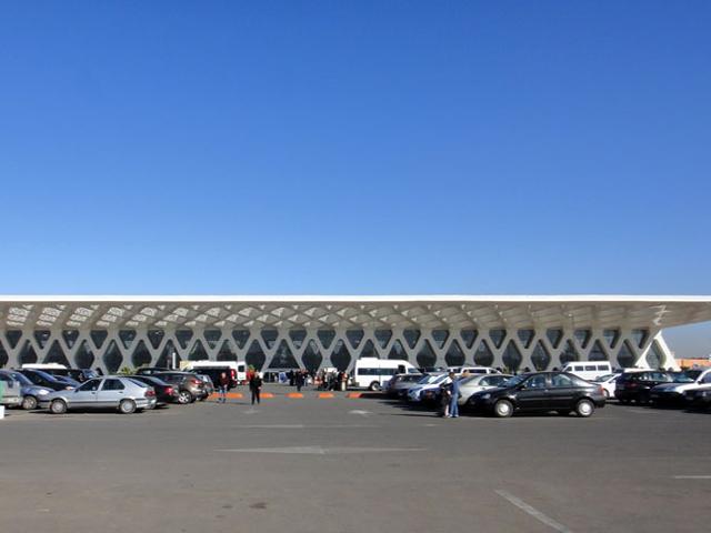 Марракеш Менара, несомненно, является чудом архитектуры и культуры. Несмотря на тот факт, что аэропорт находится в старом городе, где тесно переплетаются традиции востока, само сооружение интересным образом объединило современные технологии, динамичность сегодняшнего времени и уникальный дух XIX века.