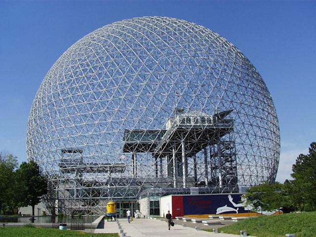 Музей посвящён окружающей среде и, главным образом, воде. Он имеет очень интересный внешний вид: музей построен в виде соединений молекул, составляющих аллотропные формы углерода.