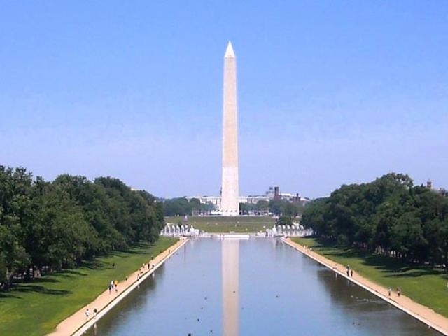 В 1848 году по проекту Миллса установили сам монумент, решив, что все остальное «доделают» потом. Но, стела так и осталась стоять в гордом одиночестве. Это, к счастью, не сделало ее менее интересной для туристов и самих американцев.