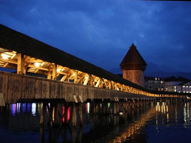 Каппельбрюке состоит не только из деревянного моста. В его комплекс входит также водонапорная башня, что тоже построена из дерева, хотя и появилась на тридцать лет ранее. В ходе своей истории башня использовалась не только в своем прямом назначении, но и в роли других зданий.