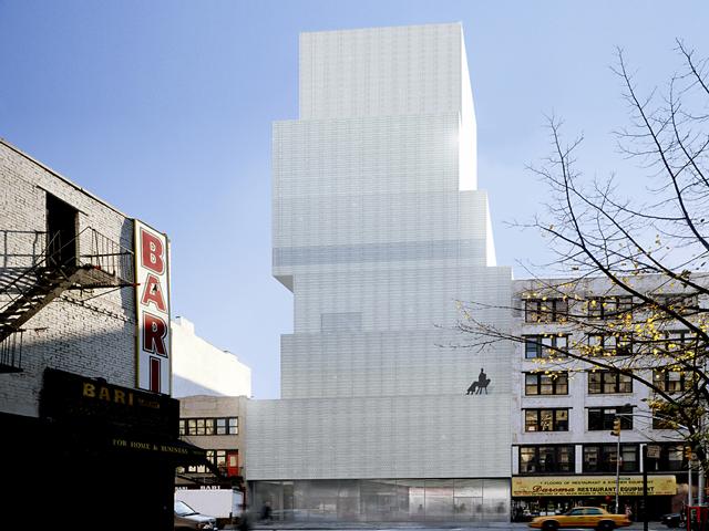 Внешне здание имеет нетрадиционную форму, которая выглядит, как будто несколько огромных блоков просто нагромоздили друг на друга, не особо утруждаясь о симметрии.