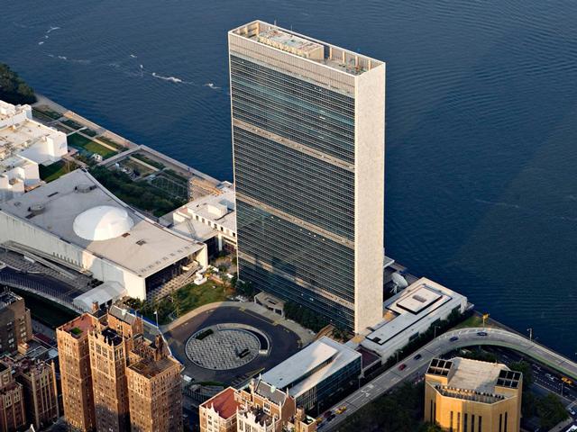 Комплекс ООН был построен в середине прошлого столетия. Сегодня он занимает территорию площадью около 70 гектаров и приобретен за счёт средств Н. Рокфеллера.