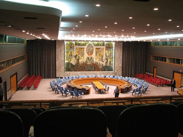 Крупнейшим является здание Генеральной Ассамблеи, вмещающее более полутора тысяч человек только в зале заседаний. Стены здания украшены фресками, а над трибуной прикреплена эмблема ООН.