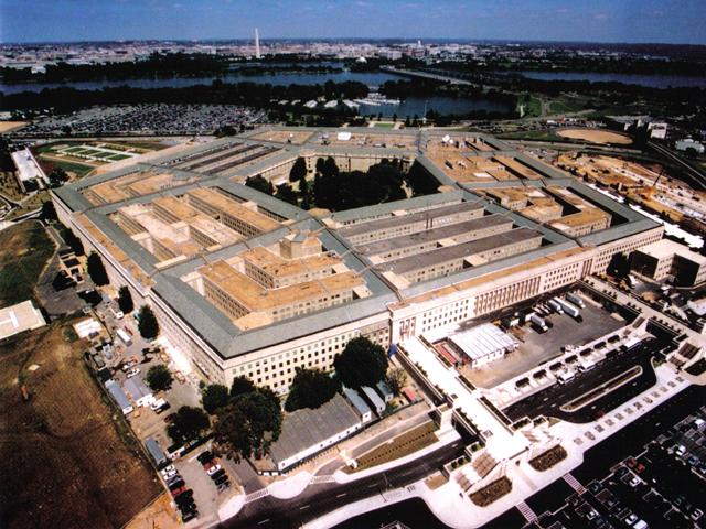 Пентагон считается самым крупным офисным зданием, в котором одновременно работает 26 тыс. человек. Это так же самое охраняемое здание. Для охраны импользуется модернизированная система ПВО, размещенная на площади 120 км.