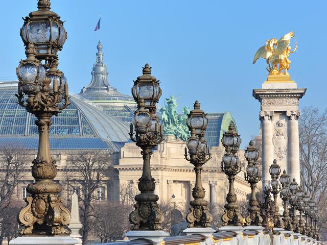 Такое знаменательное событие не пропустил сын Александра, Николай II. В тот период мост представлял собой настоящее инженерное чудо, поэтому его строительство сильно привлекало местных жителей.