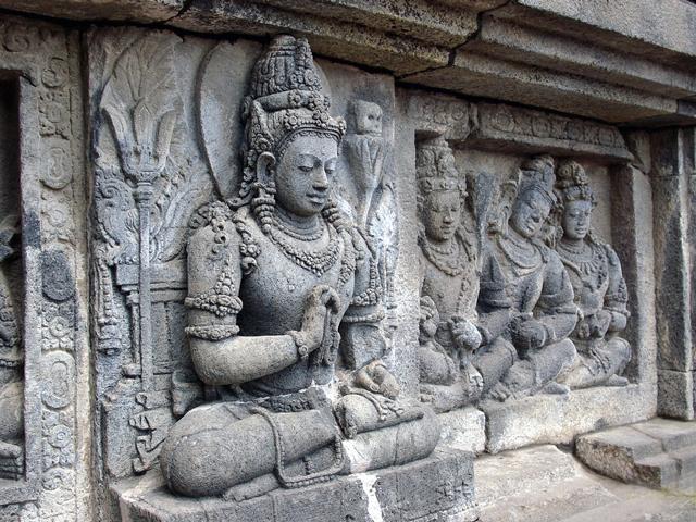 Немного позднее суд перенесли на восток острова Ява, и тогда храм начал утрачивать свою популярность: он постепенно приходил в упадок и терял свою репутацию. После распада султаната храм служил разделительным местом.