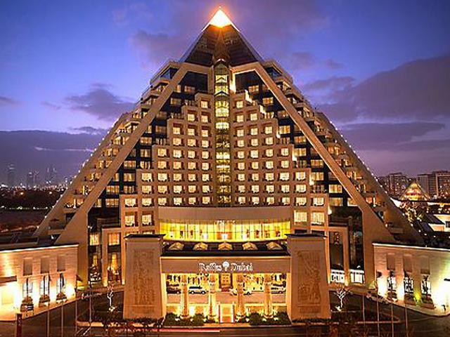 Пирамида отведена для гостиницы в 19 этажей. Её построили на основе проекта Брина Ламмеса – архитектор создал базу строения, а все остальные детали прорабатывала фирма Arif & Bin Toak. Интерьером занималась компания LW Design.