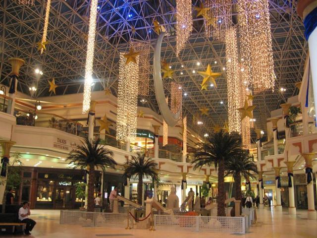 Высотную гостиницу построили достаточно быстро. Через 2 года после начала строительства, в 2007 году Раффлз Дубаи уже открыл свои двери для гостей.