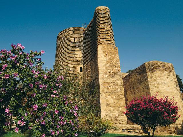 Гыз галасы или Девичья башня давно стала неофициальным символом Баку.