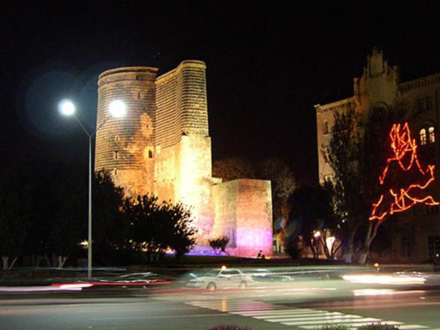 Башня имеет цилиндрическую форму и в высоту достигает 29,5 м, а в диаметре 16,5 м.