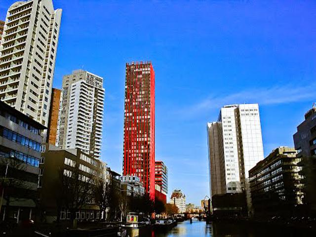 Высота небоскреба 124 метра. Дом состоит из 40 этажей, на которых удобно разместились около 150 квартир.