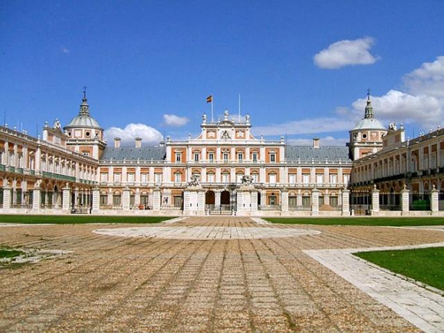 Было решено строить новый дворец в Аранхуэсе, в 48 км от столицы как летнюю резиденцию для венценосных особ, проще говоря – королевскую дачу.