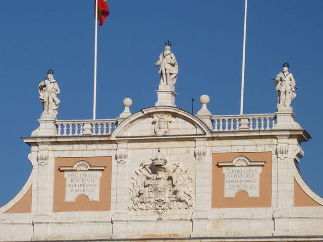 Строительство, начатое в конце 16 века, было поручено архитекторам, выстроившим Эскориал – Хуану де Эррере и Хуану Баутисте де Толеде.