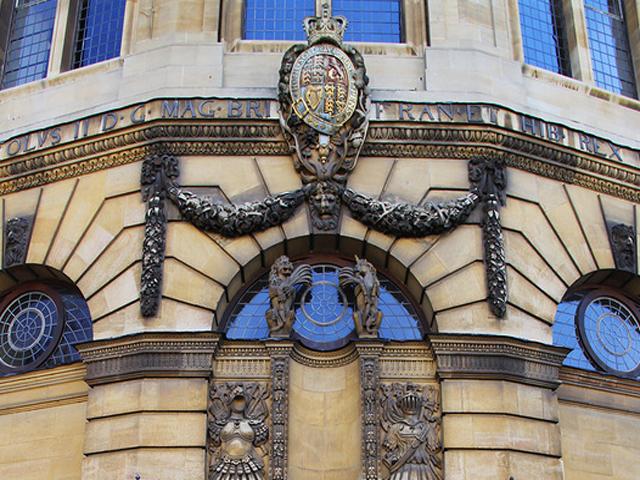 Театр получил имя Шелдона, который, в свою очередь, номинально стал главой университета.