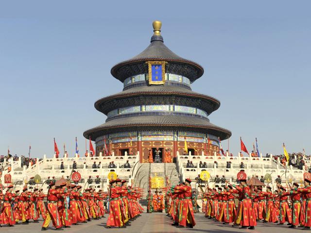Все культовые здания храмового комплекса находятся в изоляции друг от друга. Соединяет их специально построенная дорога.