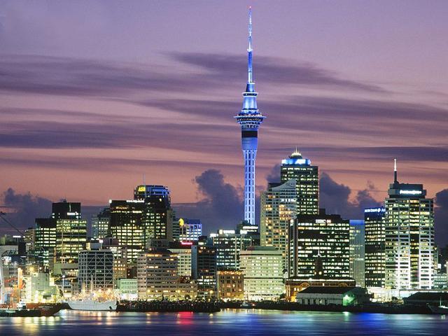 Башня всегда светится всеми цветами радуги, а в новогоднюю ночь с ее самой высокой точки запускаются фейерверки. Новая Зеландия может похвастаться красивой и живописной природой, но даже архитектурные ценности здесь по-настоящему удивительны.