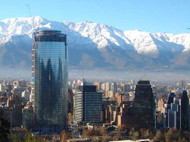 Высота сооружения над землей составляет около 200 метров, а вниз уходит еще один уровень башни. Здание включает в себя 52 этажа, нижние этажи приспособлены под парковку.