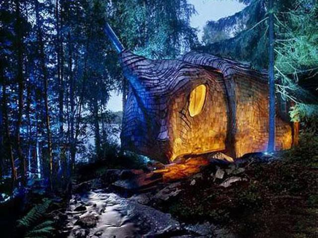 Архитекторы из Голландии Борис Цайссер и Мартье Ламмерс создали этот уникальный проект для себя и продумали его до мельчайших деталей.