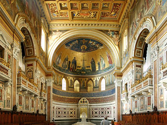Старый собор снесли после 1377 года, но здесь сразу же возвели новый, который больше походил на храм, чем замок.