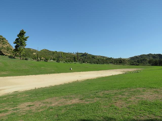 На сегодняшний день стадион раскопан. Он выглядит как прямоугольник, который с 3 сторон окружен насыпью.