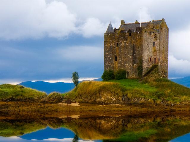 Замок до наших дней сохранил свой первозданный вид и считается одним из сохранившихся построек Шотландии эпохи Средневековья. Живописный и лаконичный вид этого замка.
