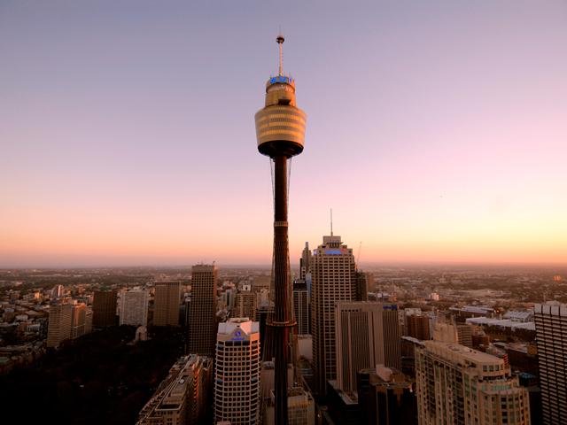 Сидней Тауэр визуально доступна из любой точки города, а также из городов-спутников: она достигает высоты в 305 метров. Башня открыта для туристических посещений и пользуется большим спросом среди гостей города.