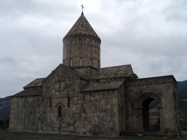 Позже на территории монастыря выстроили церкви Аствацацин и церковь Святого Георгия. Кроме этого, здесь также была основана школа, где учили живописи и наукам гуманитарного цикла.