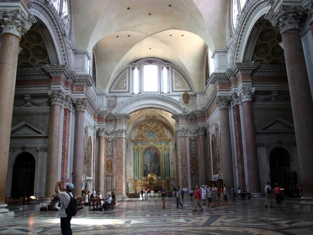 Например, в 1563 году Микеланджело переделал руины центрального зала купальни, создав там церковь Санта Мария дельи Анджели. В 1889 году еще одна часть термы была преобразована в музей.