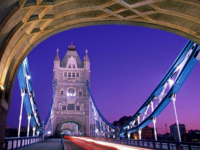 Даже однажды пройдясь по Тауэрскому мосту, об этом можно рассказывать своим друзьям и знакомым бессчетное количество раз.