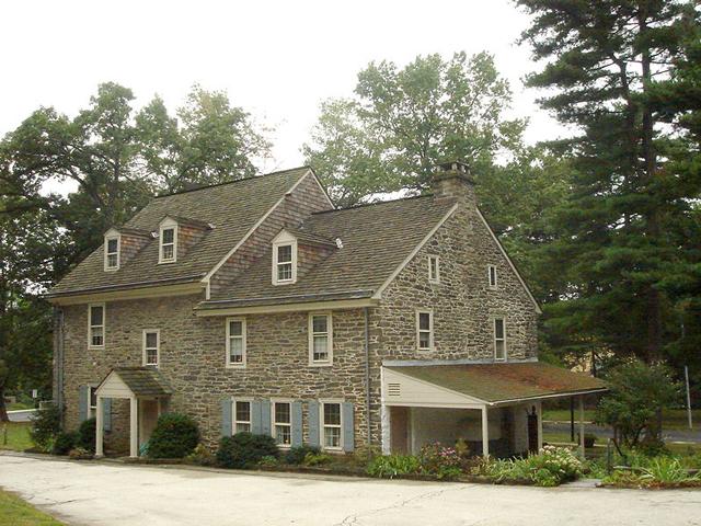 Идея создания дома и ее воплощение принадлежит Ричарду Уоллу.