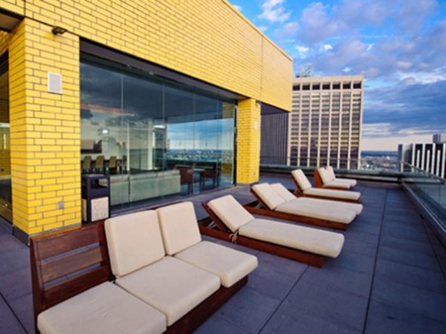 Квартиры в Уильям Бивер Хауз, естественно, недешевые. Средний пентхауз был выставлен на продажу за 5,7 млн. долларов.
