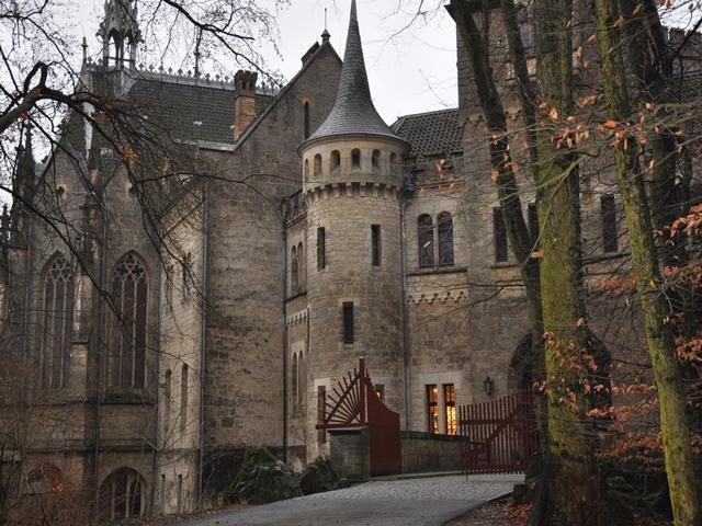 Построили его в 1274 году около живописной реки Ногат. Члены ордена решили, что замок будет их штаб-квартирой, поэтому и назвали его в честь Девы Марии.