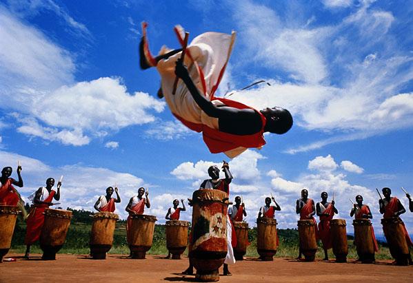Что касается экономики, то государство Бурунди — одно из беднейших государств в мире. Более половины населения страны живут за чертой бедности. Основная отрасль экономики – сельское хозяйство, в которой занято около 90 процентов всего населения.