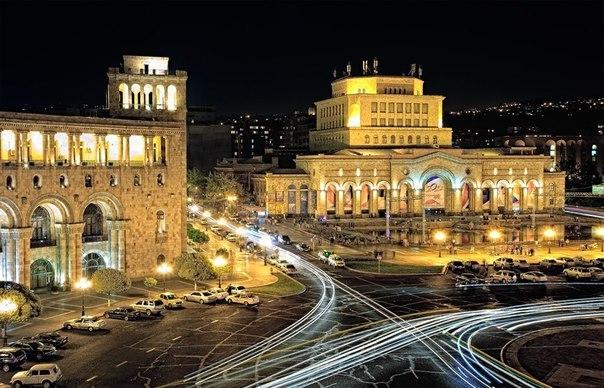 Излюбленное место всех жителей Еревана – это Площадь Республики