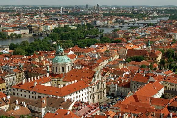 асцвет Пражского Града пришелся на времена правления Карла IV (XIV век). Этот чешский король стал во главе престола Священной Римской Империи, а Прага приобрела статус столицы огромной страны.