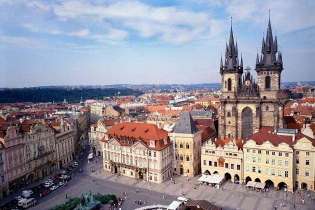 К середине XVI века дворцовый комплекс пополнился отелем Royal Garden, дворцом Бельведер и Бальным залом. Законченный вид Пражскому Граду придал Рудольф II (1552-1612). Он постарался привлечь в Прагу иностранных художников, дипломатов и ученых, а для этого создал все сопутствующие условия.