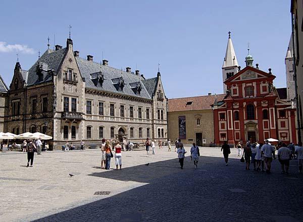 Основание Пражского Града связывают с именем князя Борживоева из династии Пршемысловичей.
