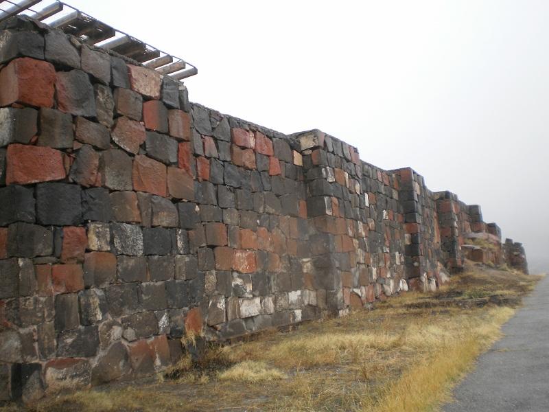 Почувствовать дух Армении и города Ереван, можно только посетив археологический музей-заповедник – Эребуни