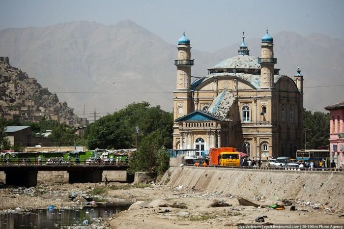 В юго-западной части Центральной Азии расположена республика Афганистан.